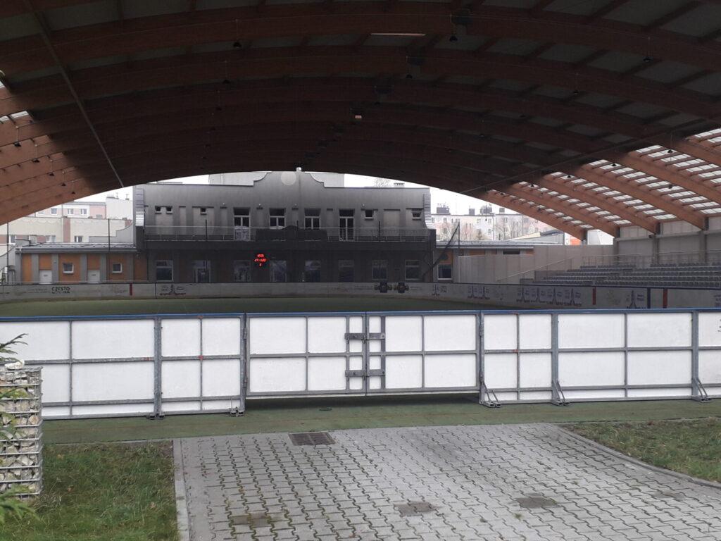 Częstochowska młodzież domaga się od władz miasta otwarcia sztucznego lodowiska. Młodzi częstochowianie wystosowali w tej sprawie petycję do Urzędu Miasta 3