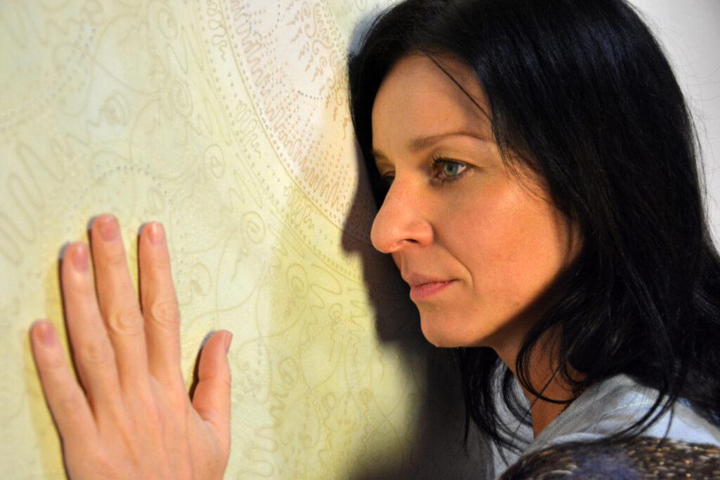 """Miejska Galeria Sztuki prezentuje nową wystawę. To """"Mandala"""" Magdaleny Uchrońskiej 1"""