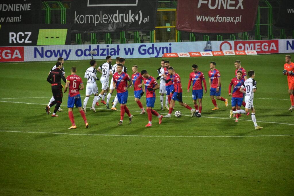 Raków pokonał Jagiellonię Białystok. 5 goli w Bełchatowie 17