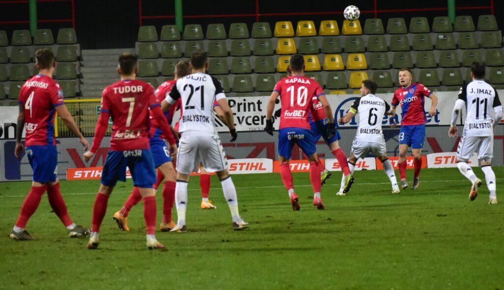 Raków pokonał Jagiellonię Białystok. 5 goli w Bełchatowie 7