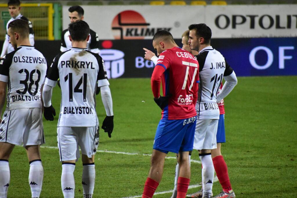 Raków pokonał Jagiellonię Białystok. 5 goli w Bełchatowie 10