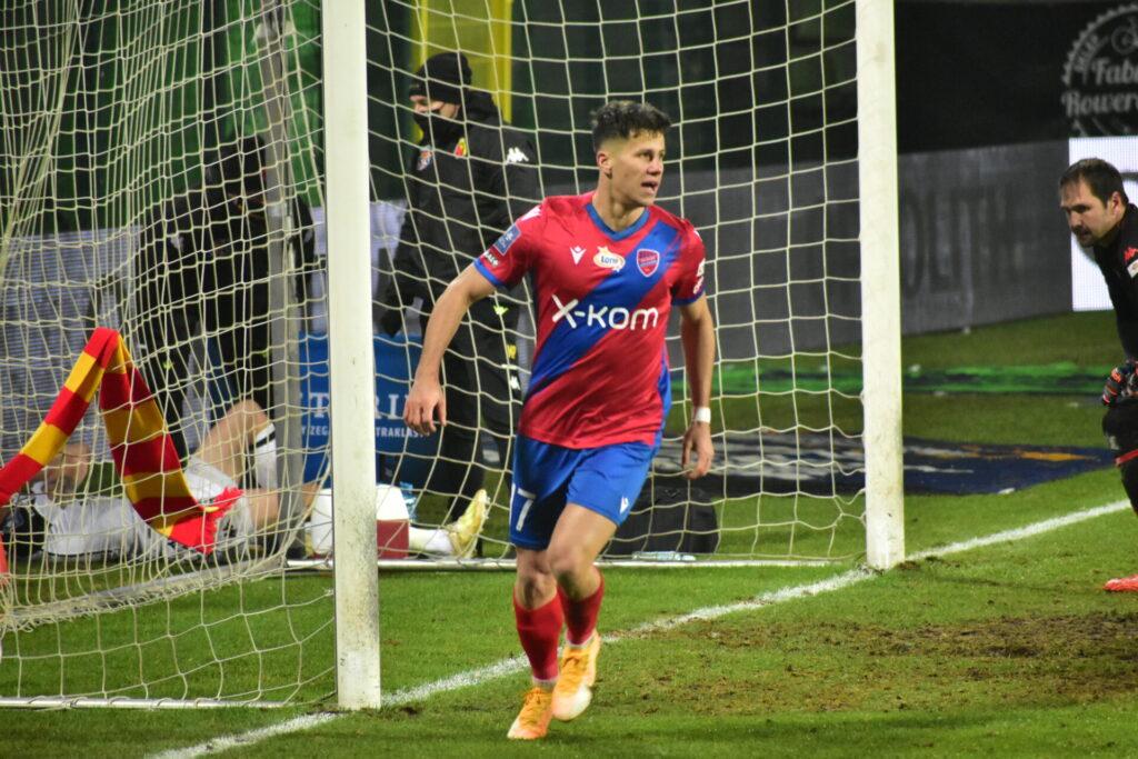 Raków pokonał Jagiellonię Białystok. 5 goli w Bełchatowie 12