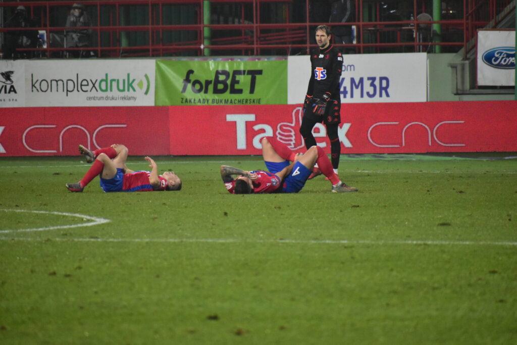 Raków pokonał Jagiellonię Białystok. 5 goli w Bełchatowie 2