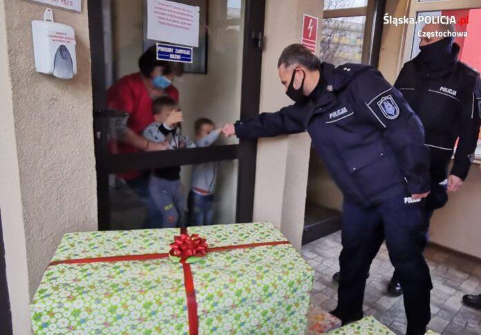 Po raz kolejny częstochowscy policjanci wsparli pokrzywdzone przez los dzieci 2