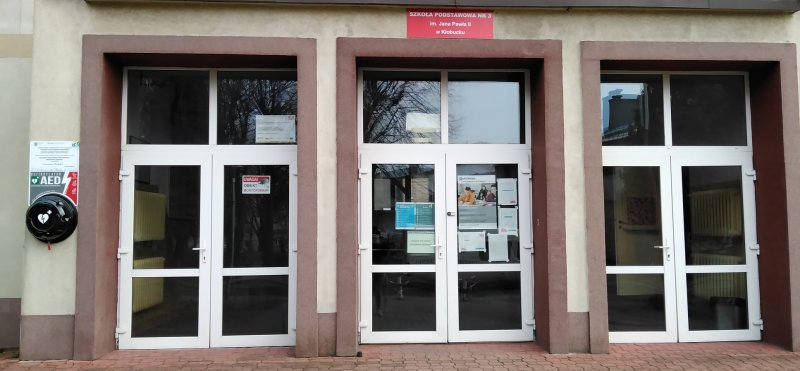 W Szkole Podstawowej nr 3 w Kłobucku zamontowano defibrylator 1