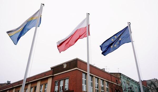 Częstochowa chce być w Unii Europejskiej. Na znak tego w mieście wywieszono unijne flagi 3