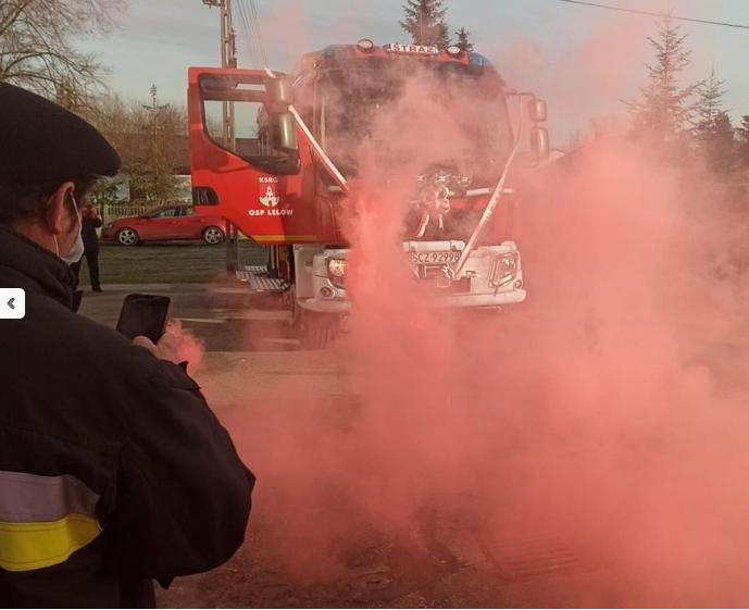 OSP z Lelowa otrzymała nowy wóz strażacki 2