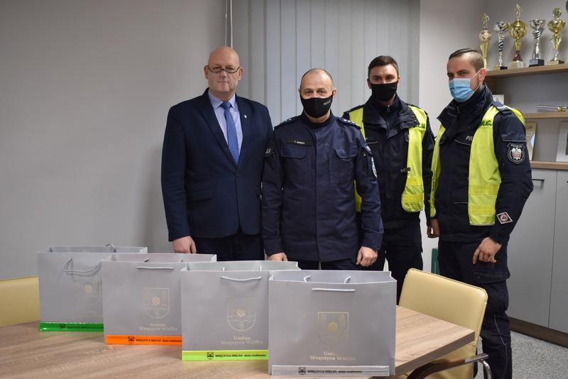 KPP w Kłobucku otrzymała odblaski, które przekaże mieszkańcom Gminy Wręczyca Wielka 1