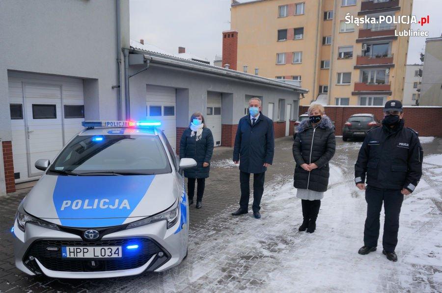 Lubliniecka policja otrzymała nowy hybrydowy radiowóz 1