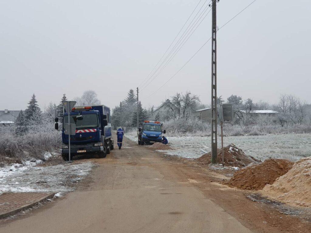 Wymiana awaryjnego wodociągu w Rędzinach na ul. Cmentarnej oraz remont tej drogi 1