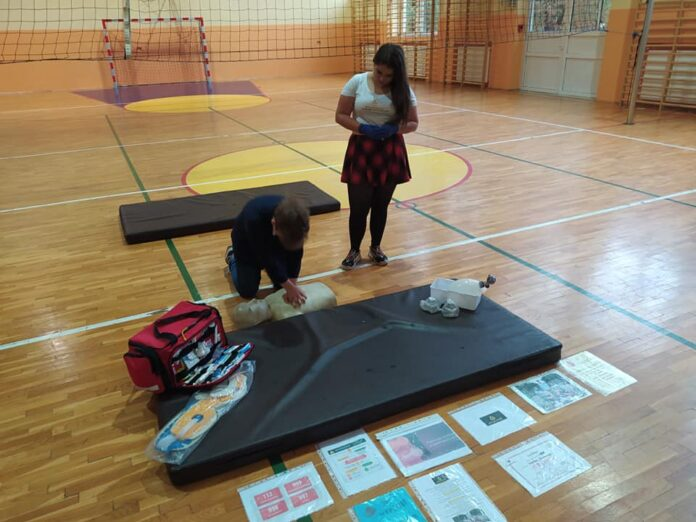 Chcesz pomóc częstochowskiej młodzieży prowadzić zajęcia z zakresu udzielania pierwszej pomocy? Weź udział w zrzutce 2
