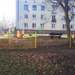 Nowe urządzenia i ogrodzenie na placu zabaw w Blachowni 6