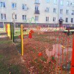 Nowe urządzenia i ogrodzenie na placu zabaw w Blachowni 5
