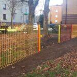 Nowe urządzenia i ogrodzenie na placu zabaw w Blachowni 3