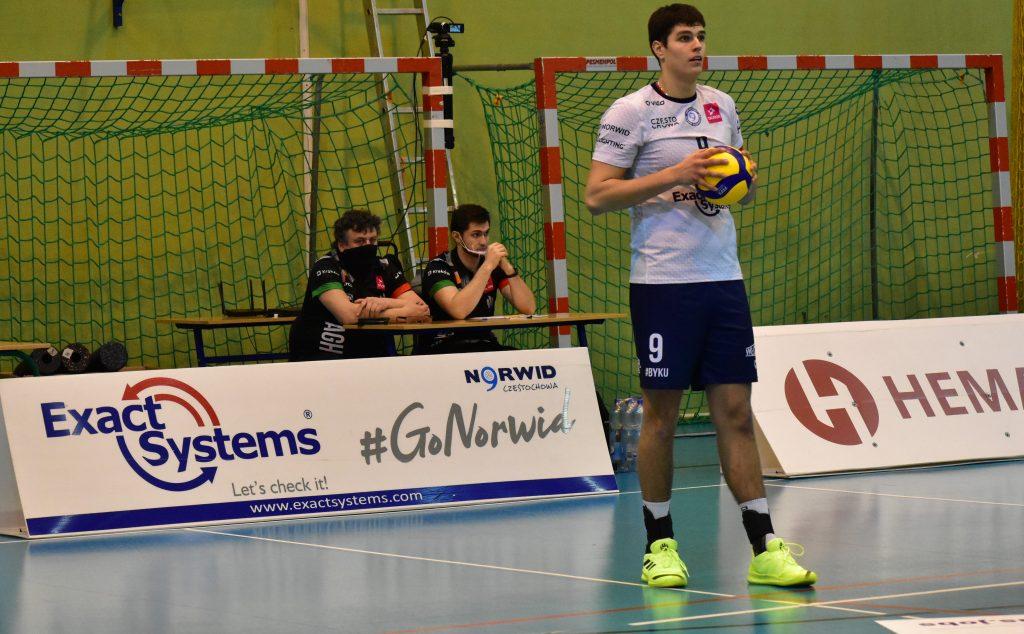 Znany siatkarski menedżer oglądał mecz Exact Systems Norwida z AZS AGH Kraków. Szukał talentów? 7