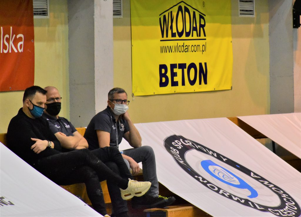 Znany siatkarski menedżer oglądał mecz Exact Systems Norwida z AZS AGH Kraków. Szukał talentów? 4