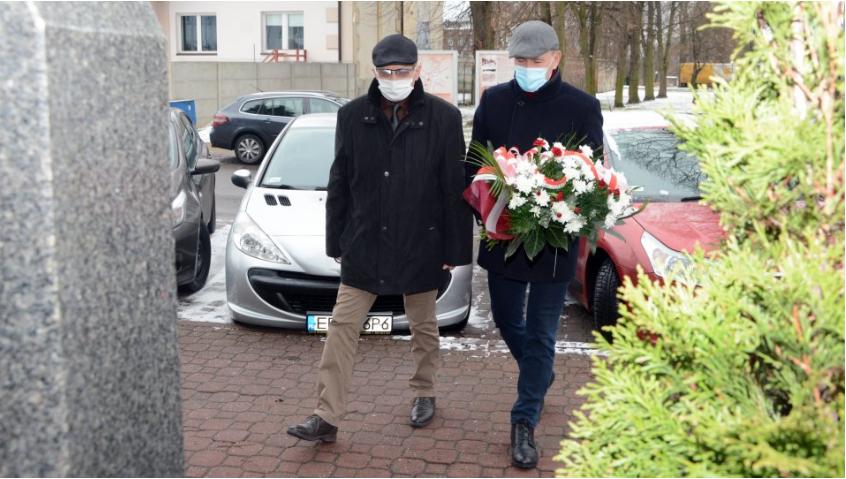 Zarząd Powiatu Radomszczańskiego i przedstawiciele władz Radomska  uczcili Ofiary Holocaustu 7