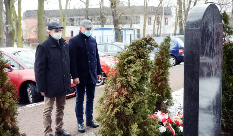 Zarząd Powiatu Radomszczańskiego i przedstawiciele władz Radomska  uczcili Ofiary Holocaustu 8