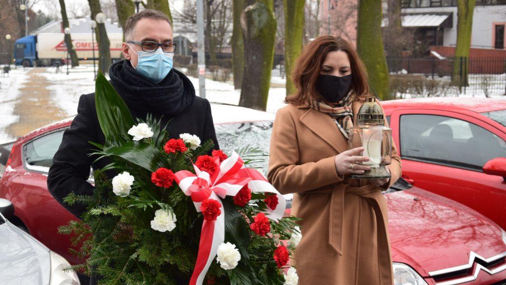 Zarząd Powiatu Radomszczańskiego i przedstawiciele władz Radomska  uczcili Ofiary Holocaustu 1
