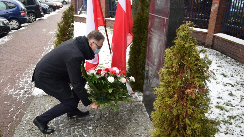 Zarząd Powiatu Radomszczańskiego i przedstawiciele władz Radomska  uczcili Ofiary Holocaustu 4