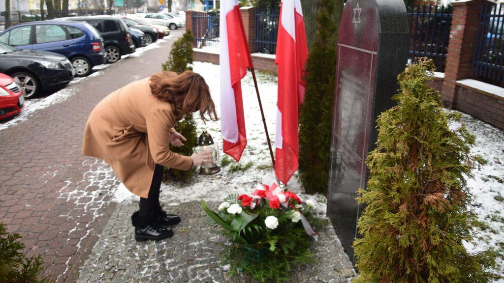Zarząd Powiatu Radomszczańskiego i przedstawiciele władz Radomska  uczcili Ofiary Holocaustu 5