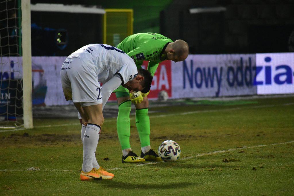"""Zły powrót do Ekstraklasy. Porażka Rakowa z Pogonią w meczu """"na szczycie"""" Ekstraklasy 2"""