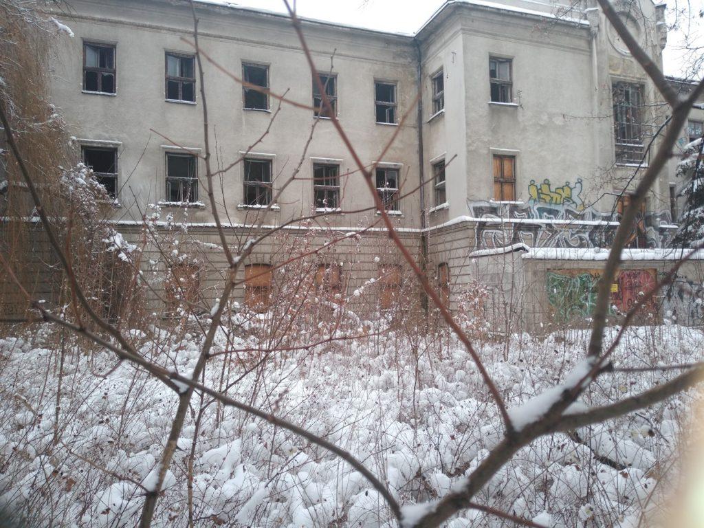Niszczeje piękny niegdyś budynek, w którym uczyli się częstochowscy studenci 7