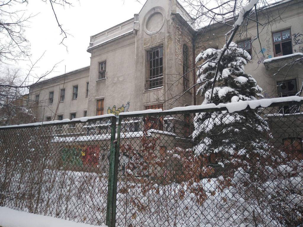 Niszczeje piękny niegdyś budynek, w którym uczyli się częstochowscy studenci 6