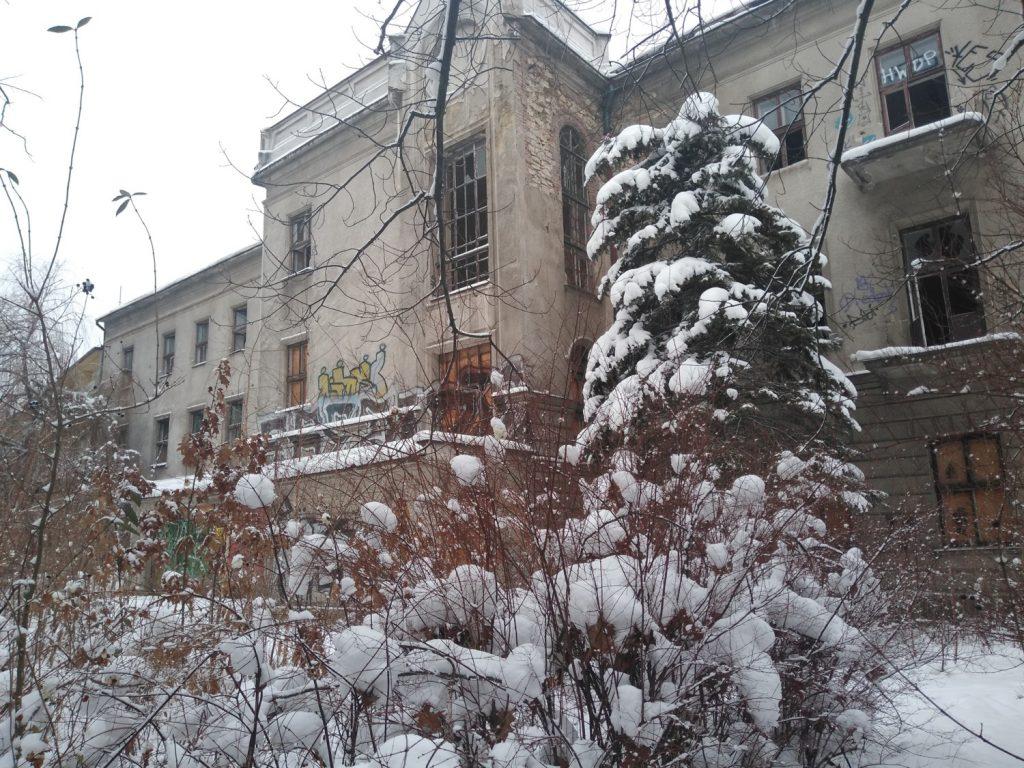 Niszczeje piękny niegdyś budynek, w którym uczyli się częstochowscy studenci 5