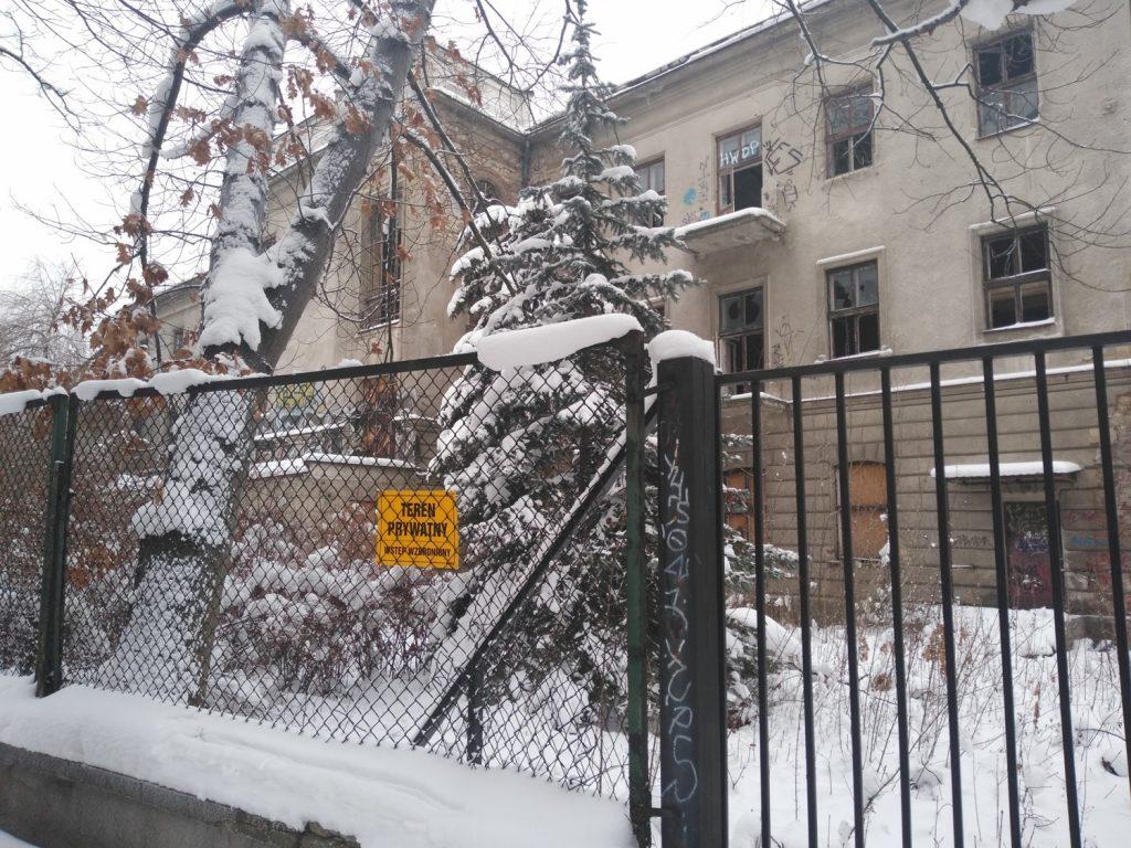 Niszczeje piękny niegdyś budynek, w którym uczyli się częstochowscy studenci 2