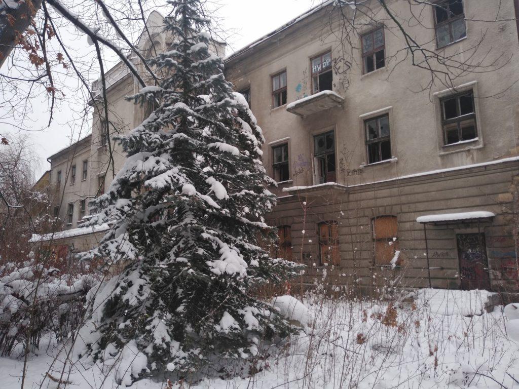 Niszczeje piękny niegdyś budynek, w którym uczyli się częstochowscy studenci 1