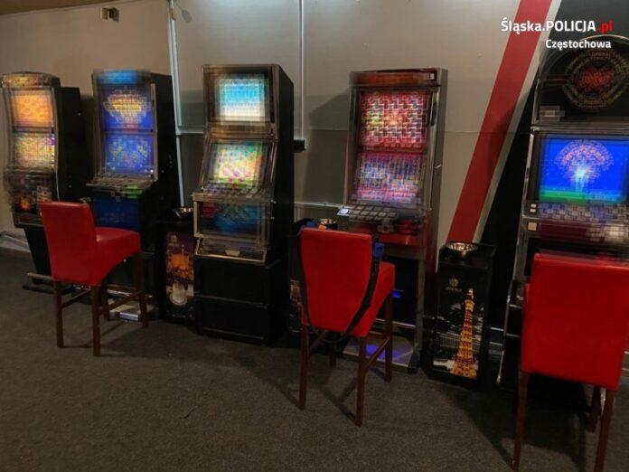 Nielegalne salony gier w Kłomnicach. Policja zarekwirowała 11 automatów 2