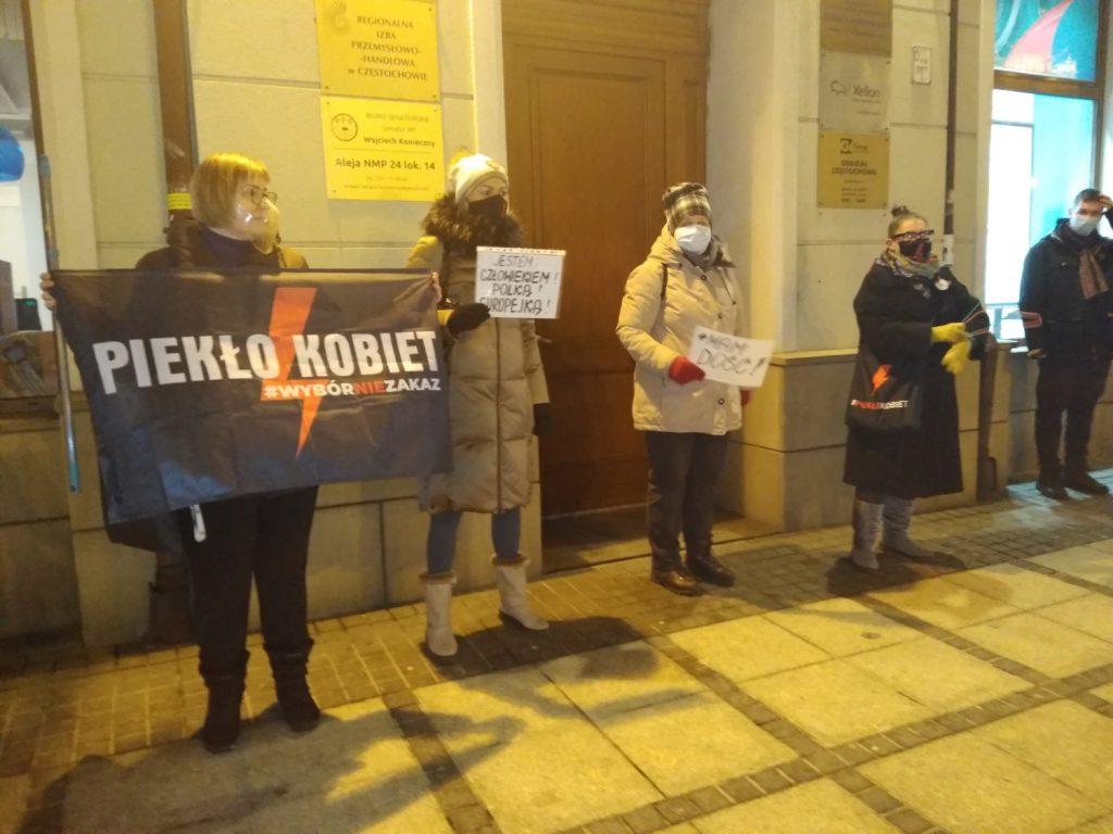 Częstochowianie w milczeniu protestowali przeciwko dzisiejszej decyzji dotyczącej publikacji wyroku Trybunału Konstytucyjnego 1