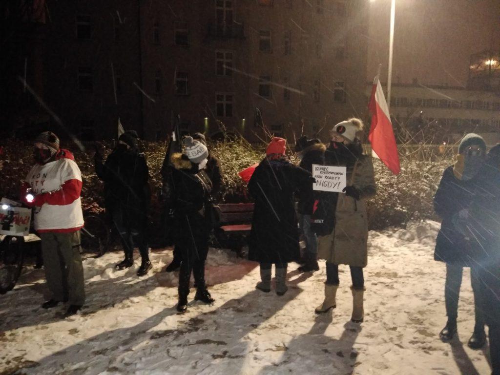 Drugi dzień protestów przeciw publikacji wyroku TK 8