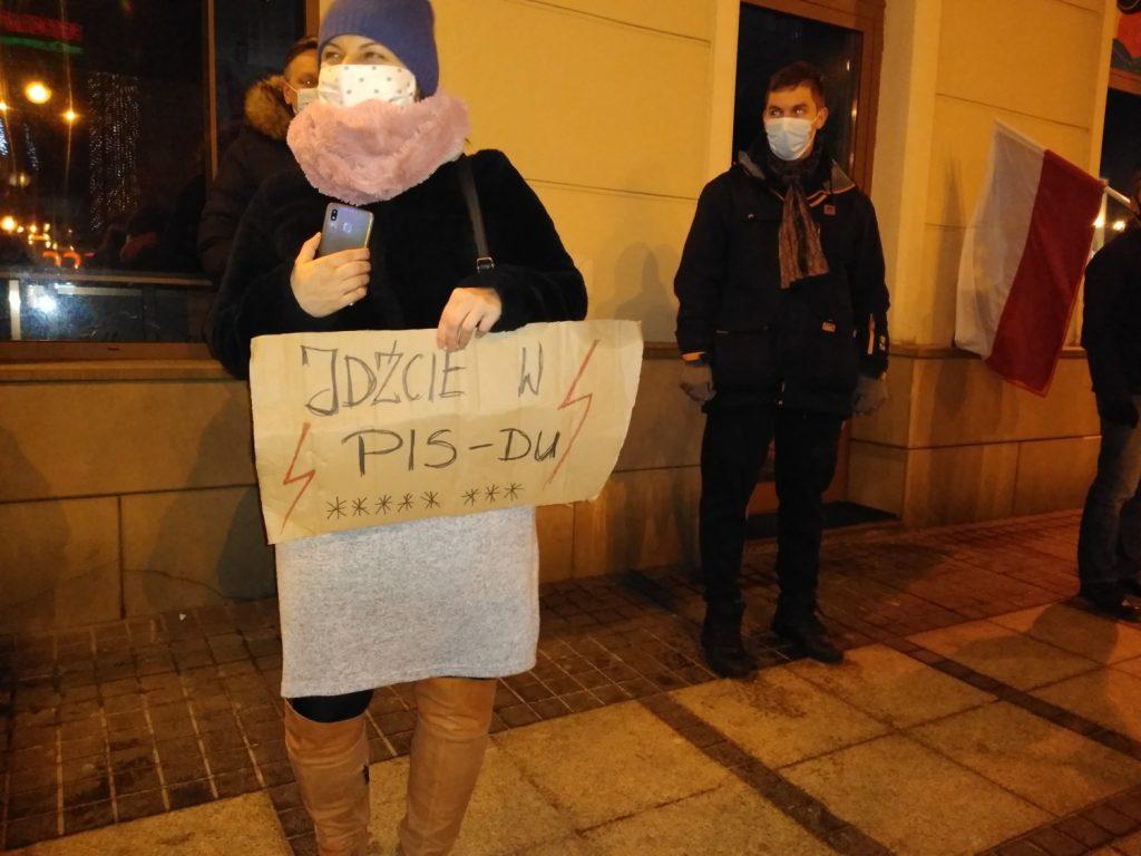 Częstochowianie w milczeniu protestowali przeciwko dzisiejszej decyzji dotyczącej publikacji wyroku Trybunału Konstytucyjnego 11