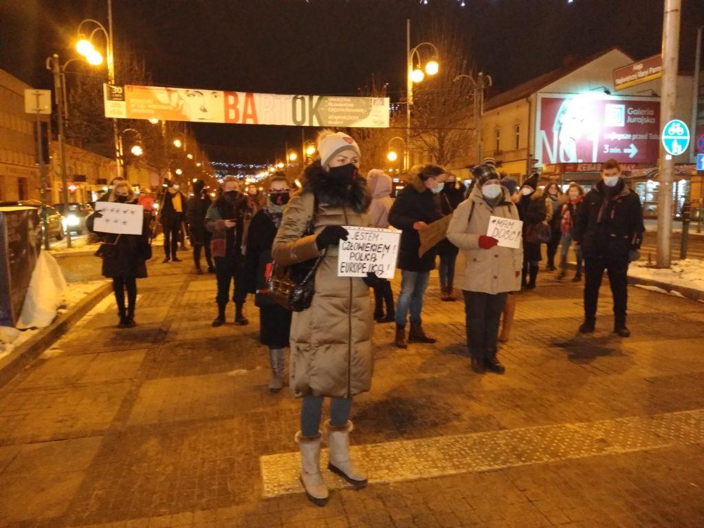 Częstochowianie w milczeniu protestowali przeciwko dzisiejszej decyzji dotyczącej publikacji wyroku Trybunału Konstytucyjnego 13