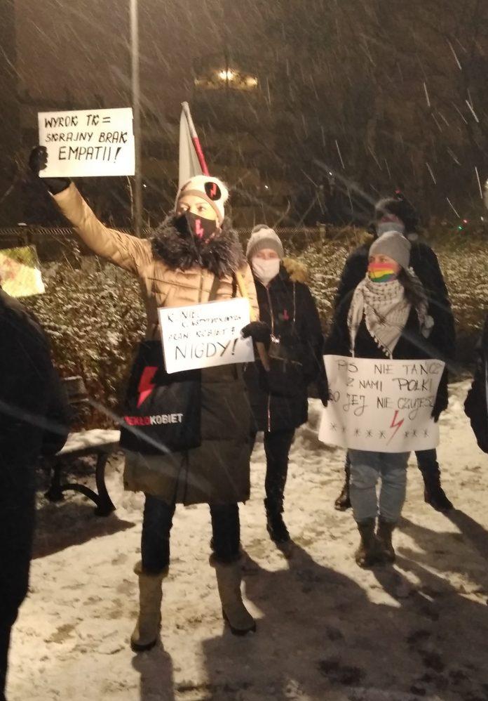 Drugi dzień protestów przeciw publikacji wyroku TK 14