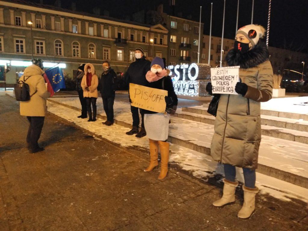 Częstochowianie w milczeniu protestowali przeciwko dzisiejszej decyzji dotyczącej publikacji wyroku Trybunału Konstytucyjnego 15