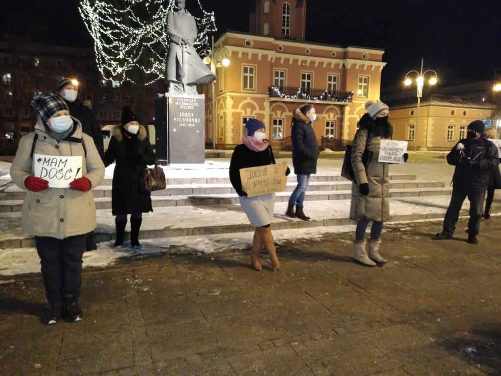 Częstochowianie w milczeniu protestowali przeciwko dzisiejszej decyzji dotyczącej publikacji wyroku Trybunału Konstytucyjnego 20