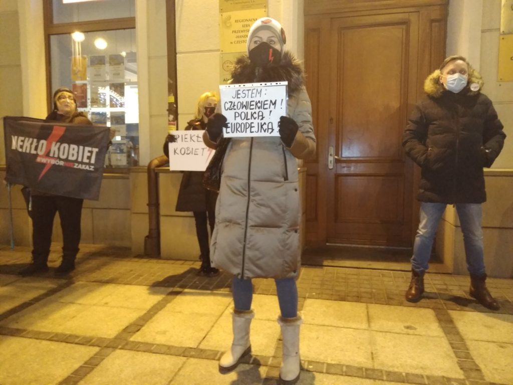 Częstochowianie w milczeniu protestowali przeciwko dzisiejszej decyzji dotyczącej publikacji wyroku Trybunału Konstytucyjnego 3