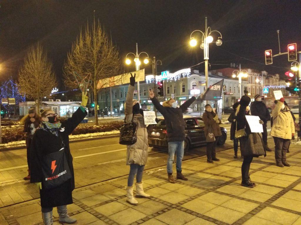 Częstochowianie w milczeniu protestowali przeciwko dzisiejszej decyzji dotyczącej publikacji wyroku Trybunału Konstytucyjnego 4