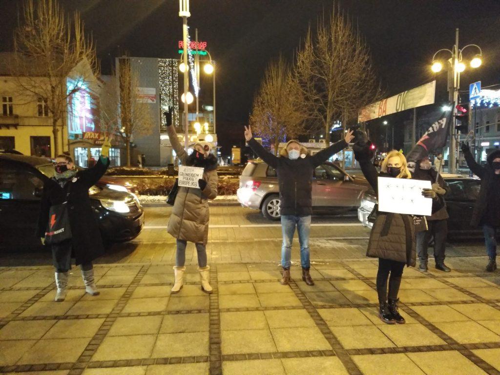 Częstochowianie w milczeniu protestowali przeciwko dzisiejszej decyzji dotyczącej publikacji wyroku Trybunału Konstytucyjnego 5