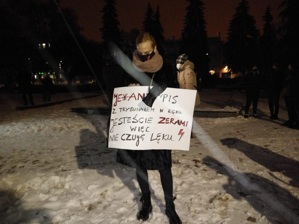 Drugi dzień protestów przeciw publikacji wyroku TK 3