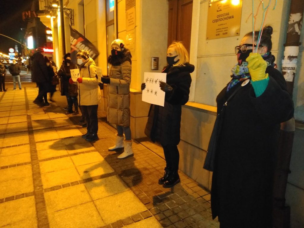 Częstochowianie w milczeniu protestowali przeciwko dzisiejszej decyzji dotyczącej publikacji wyroku Trybunału Konstytucyjnego 7
