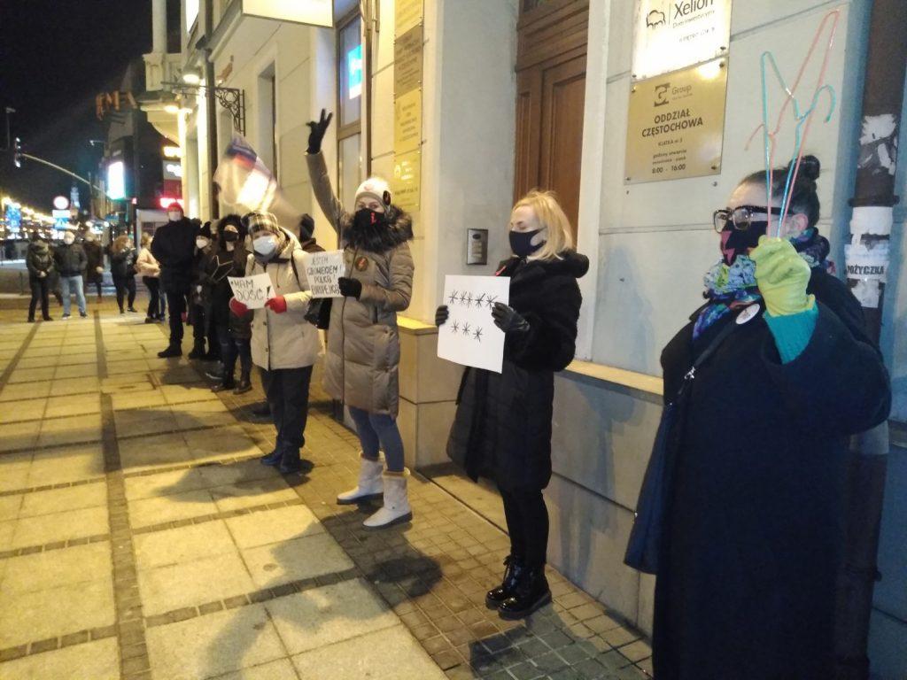 Częstochowianie w milczeniu protestowali przeciwko dzisiejszej decyzji dotyczącej publikacji wyroku Trybunału Konstytucyjnego 8