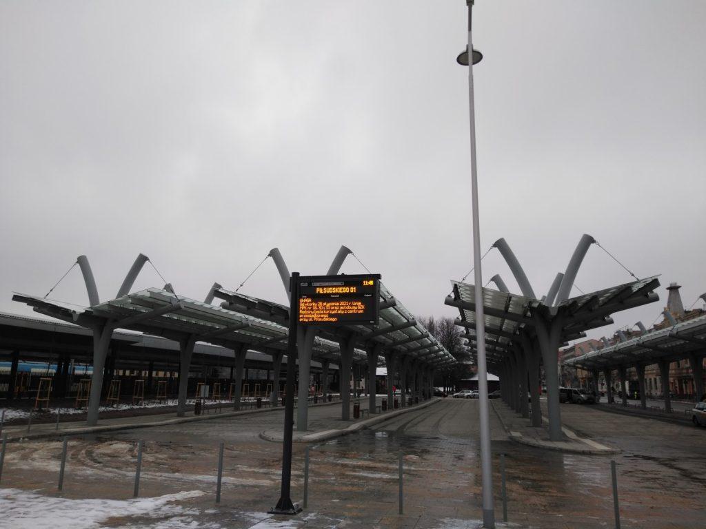 Węzeł przesiadkowy przy Piłsudskiego gotowy. Od jutra będą stamtąd odjeżdżać autobusy 8