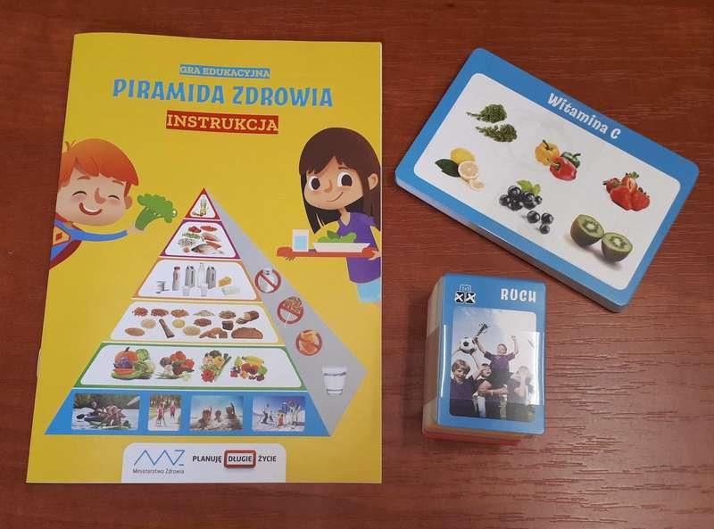 """SP z Blachowni otrzymały gry edukacyjne """"Piramida zdrowia"""" 3"""