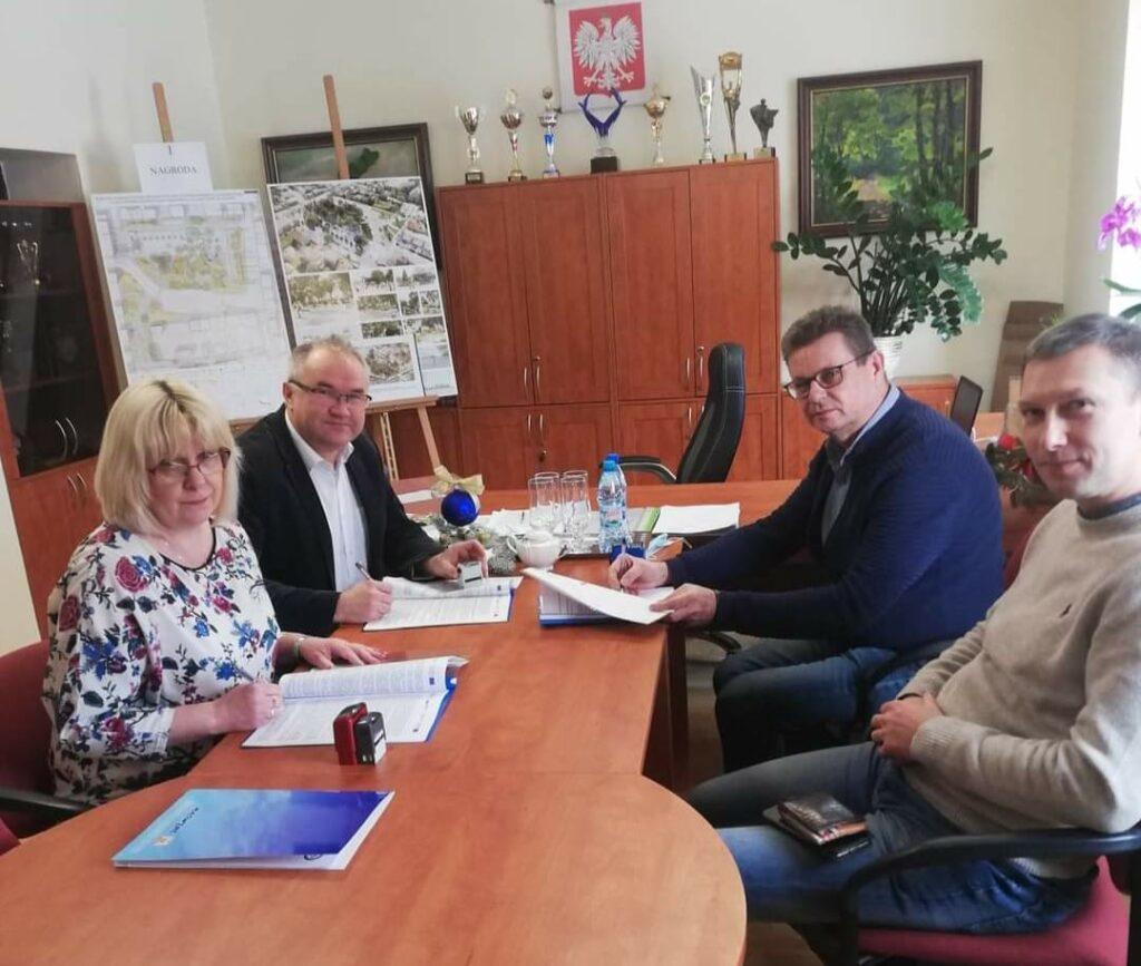 Gmina Janów podpisała umowę na budowę instalacji fotowoltaicznych 1
