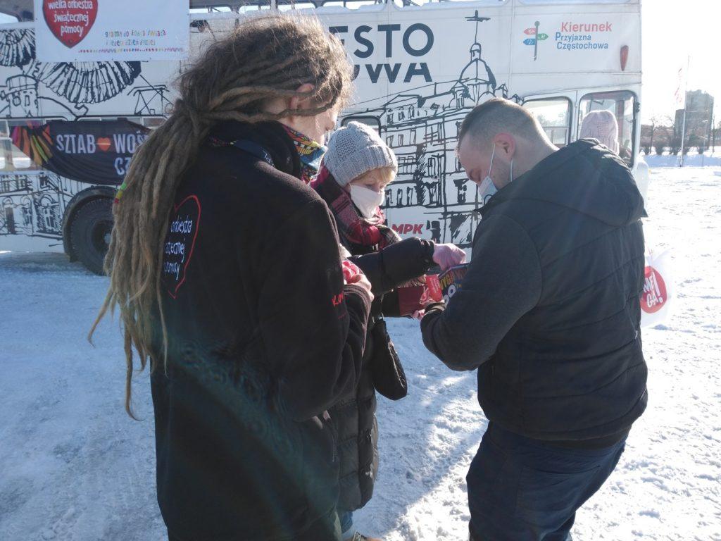 Samochodowa Parada Serc na rzecz częstochowskiego sztabu WOŚP 15