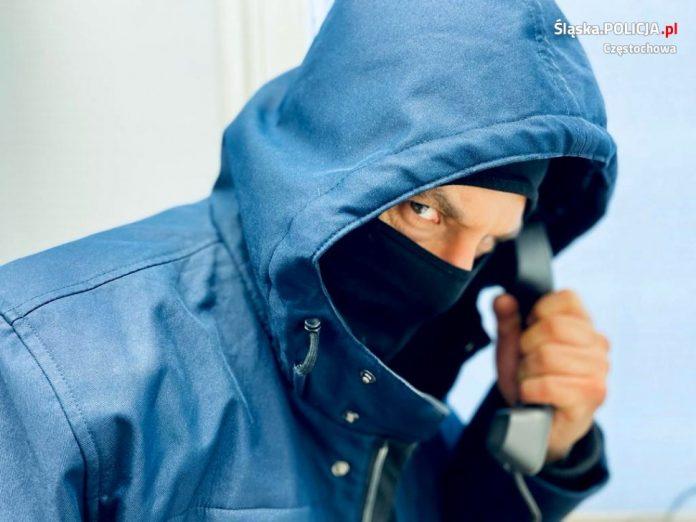Kobieta wyrzuciła oszczędności przez okno przekonana, że chroni je przed kradzieżą. Padła ofiarą oszustów 2